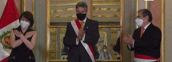 Óscar Ugarte juró como nuevo ministro de Salud en reemplazo de Pilar Mazzetti