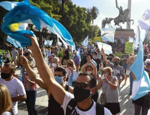 """Argentina: Marchan en contra del Gobierno y rechazan el """"Vacunatorio VIP"""""""